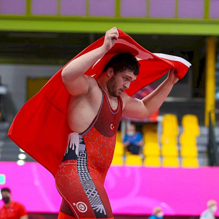 Milli güreşçi Muhammed Hamza Bakır'dan altın madalya
